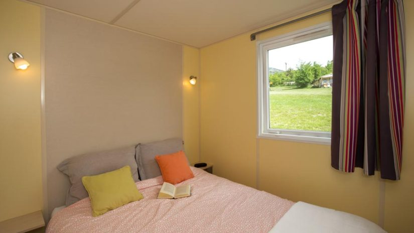 Chambre lit double mobil-home Castillon plus