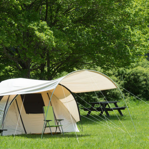 Emplacement tente camping naturiste en Provence